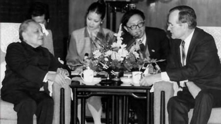 Deng Xiaoping meets with George H. W. Bush in Beijing on Feb. 26, 1989. [Photo: Xinhua]