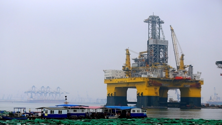 World largest offshore drilling platform to make maiden voyage