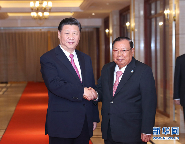 Chinese President Xi Jinping met again with his Lao counterpart Bounnhang Vorachit in Vientiane on Nov. 14, 2017. [Photo: Xinhua/Ding Lin]