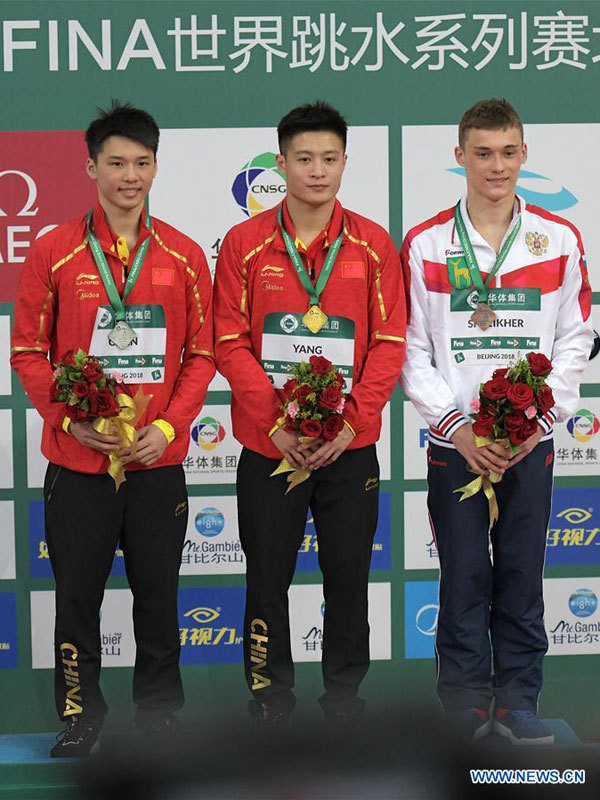 Gold medalist China's Yang Jian (C), silver medalist China's Chen Aisen and bronze medalist Nikita Shleikher of Russia pose during the awarding ceremony for the men's 10m platform event at the FINA Diving World Series 2018 in Beijing, capital of China, on March 11, 2018. [Photo: Xinhua/He Changshan]