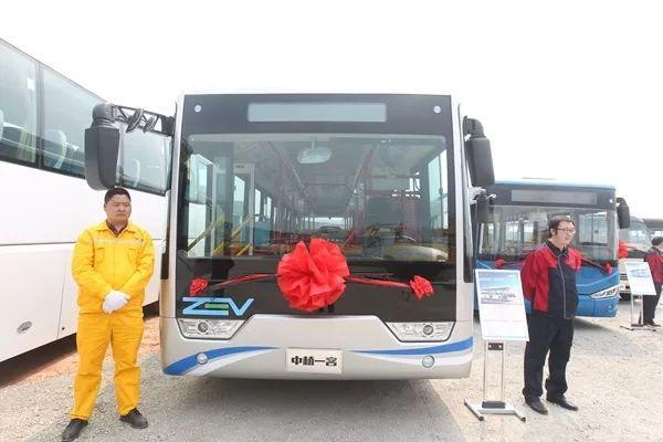 An environment friendly hydrogen-powered bus makes its debut in Sichuan's capital, Chengdu, March 12, 2018. [Photo: Wechat/ Chengdu Municipal Development and Reform Commission]