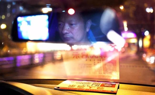 Wang Mingqing, a driver of a ride-sharing company in Chengdu, Sichuan Province, who had been looking for his missing daughter for 24 years. [File Photo: Xinhua]