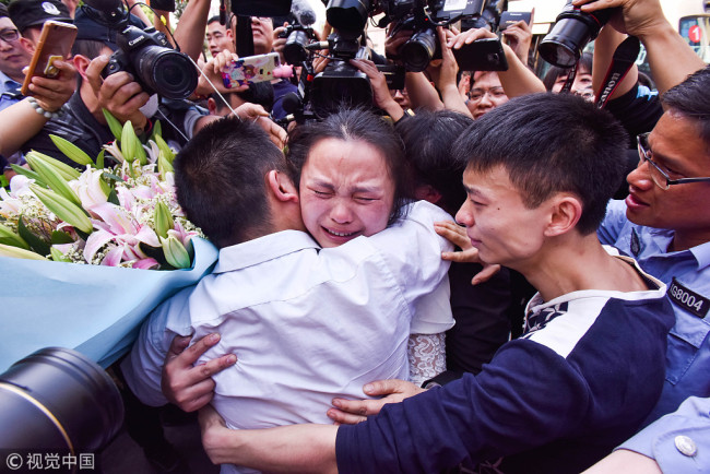 Wang Mingqing has reunited with his missing daughter (central) on April 3, 2018, following a 24-year long search. [Photo: VCG]