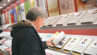 The second volume of Xi Jinping: The Governance of China is released in multiple languages at the London Book Fair on April 11, 2018. [Photo: People's Daily]