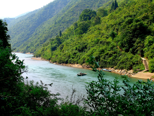 The ecological protection of Chishui River has been key to the local traditional industry.[Photo: Xinhua]
