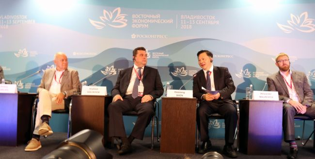 Shen Haixiong, the president of China Media Group (2nd right), speaks at a media forum at the fourth Eastern Economic Forum in Vladivostok on Wednesday, September 12, 2018. [Photo: China Media Group]