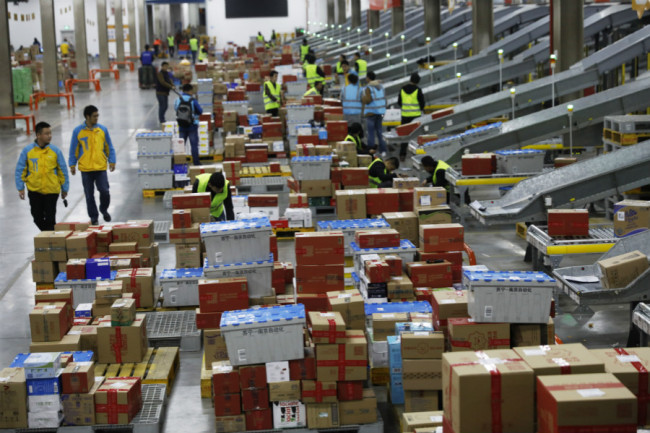 Chinese workers sort parcels, most of which are from Singles' Day online shopping, at the largest smart logistics base in Asia, Suning Yuncang (Cloud Warehouse) of Suning Group, during the November 11 Singles' Day shopping spree in Nanjing, Jiangsu province, November 11, 2018. [Photo: IC]