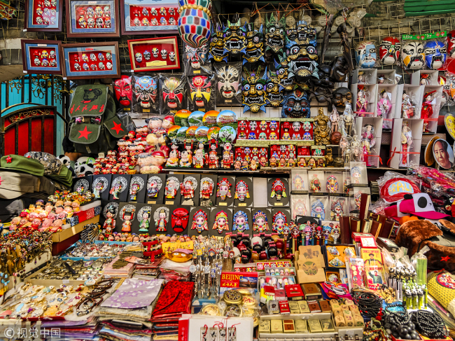 Handicrafts and souvenirs in Beijing.[Photo:VCG]