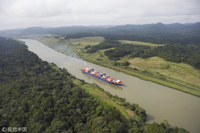 A cargo ship passes the Panama Canal. [File Photo: VCG]