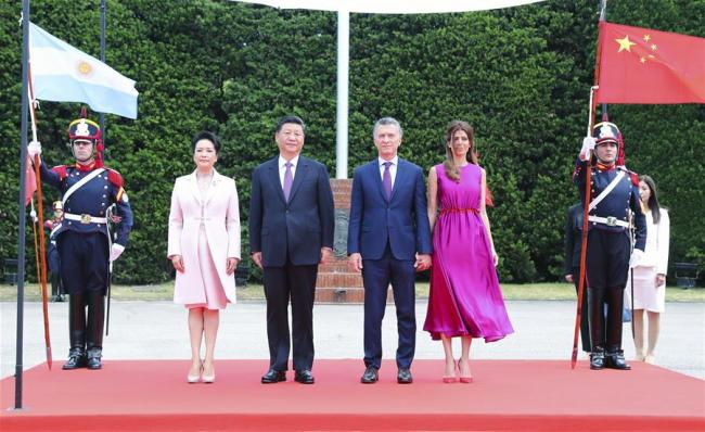 Chinese President Xi Jinping and his wife Peng Liyuan, together with Argentine President Mauricio Macri and his wife Juliana Awada, attend the welcome ceremony in Buenos Aires, Argentina, Dec. 2, 2018. Xi Jinping met with Macri here Sunday. Before the meeting, Macri held a grand welcome ceremony for Xi. [Photo: Xinhua/Xie Huanchi]