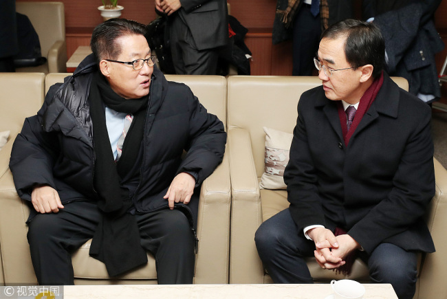 South Korean Unification Minister Cho Myoung-gyon (R) and Minister of Land, Infrastructure and Transport Kim Hyun-mee take a train to the DPRK to attend a groundbreaking ceremony to modernize and connect railways and roads across the inter-Korean border on Wednesday, December 26, 2018. [Photo: Yonhap via VCG]