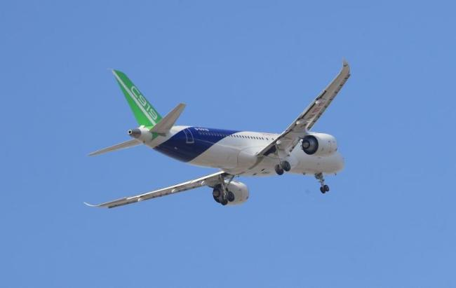 The third C919 aircraft flies over Pudong International Airport during its first flight on Friday, December 28, 2018. [Photo: People's Daily]