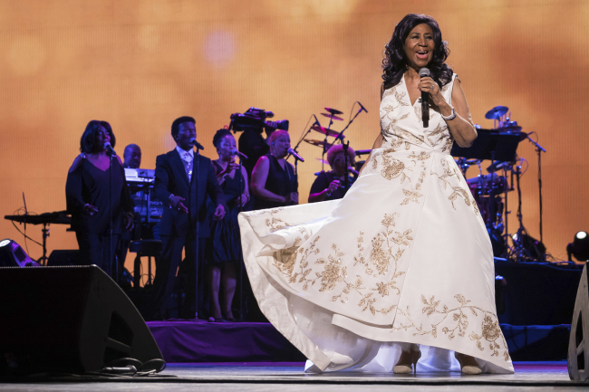 """Aretha Franklin performs at the world premiere of """"Clive Davis: The Soundtrack of Our Lives"""" at Radio City Music Hall, during the 2017 Tribeca Film Festival, in New York.[Photo: IC]"""