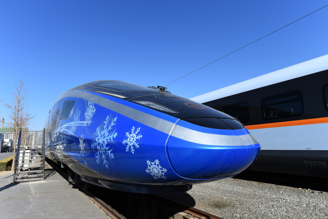 China's national railway operator unveiled a new set of Fuxing bullet trains on December 24, 2018. [Photo: IC]