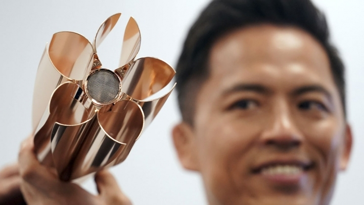 Tokyo unveils 2020 Olympic torch with cherry blossom design
