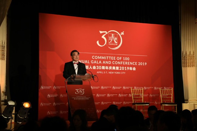 Huang Ping, Chinese Consul General in New York, delivers a keynote speech at the Gala dinner to celebrate C100's 30th anniversary in New York on April 5th , 2019. [China Plus/Qian Shanming]