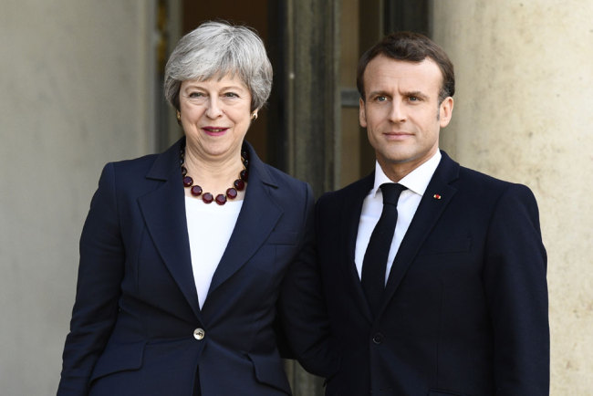 British Prime Minister Theresa May (L) and French President Emmanuel Macron pose prior to a meeting at the Elysee Palace in Paris on April 9, 2019. [Photo: AFP/Martin Bureau]