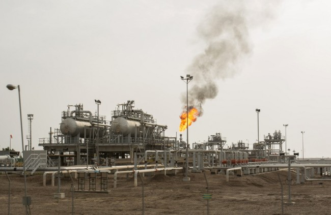 An oil installation is pictured in the massive Majnoon oil field, some 40 kms from the eastern border with Iran, north of the Iraqi city of Basra on March 25, 2019. [Photo: AFP/Hussein Faleh]