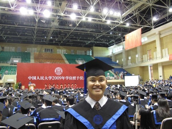 Gandhi Priambodo graduates from the Renmin University of China, with a Master's degree, in 2009. [File Photo provided for China Plus]