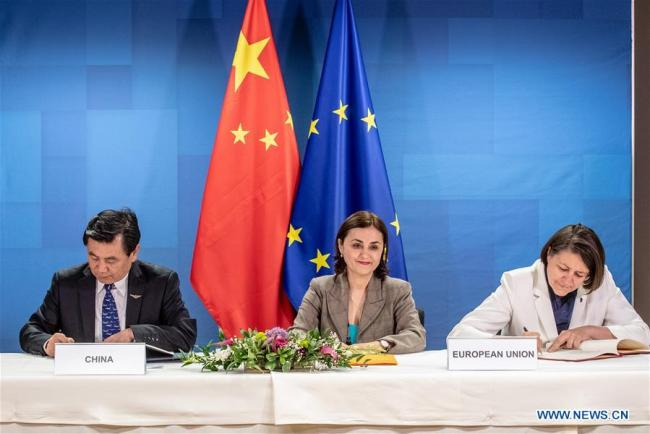 Representatives from China and the European Union sign agreements on civil aviation cooperation in Brussels, Belgium, on May 20, 2019. China and the European Commission on Monday signed two milestone agreements on civil aviation, marking an important step to implement the consensuses reached by leaders from both sides during the China-EU Summit held last month. [Photo: Xinhua/European Union]