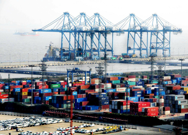 China's pilot free trade zones attract 40,000 foreign