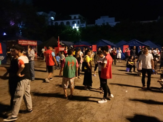 People gathering at a temporary shelter after a 5.4-magnitude earthquake rattled Gongxian County of Yibin City in southwest China's Sichuan Province, June 22, 2019. [Photo: IC]