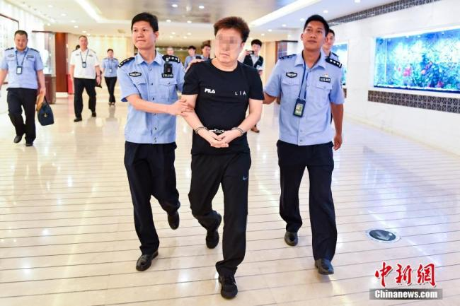 Guangdong police send a Red Notice fugitive to South Korea on June 27, 2019. [Photo: Chinanews.com]