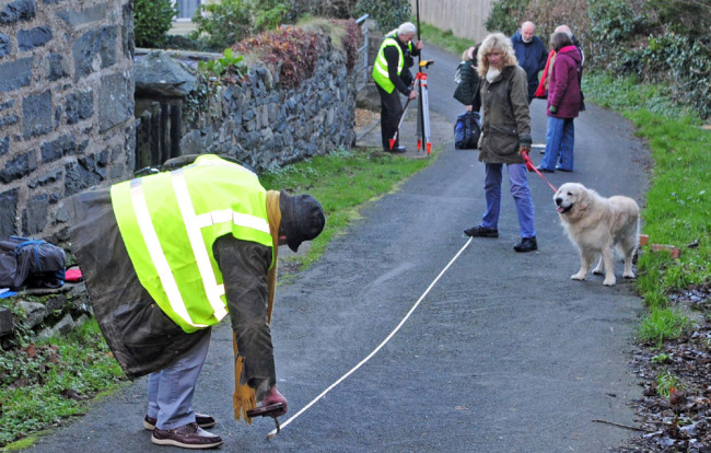 Picture taken on January 9, 2019 shows local surveying Ffordd Pen Llech, Harlech hoping to get in the Guinness Book of records for the steepest street in the world. [Photo: IC]