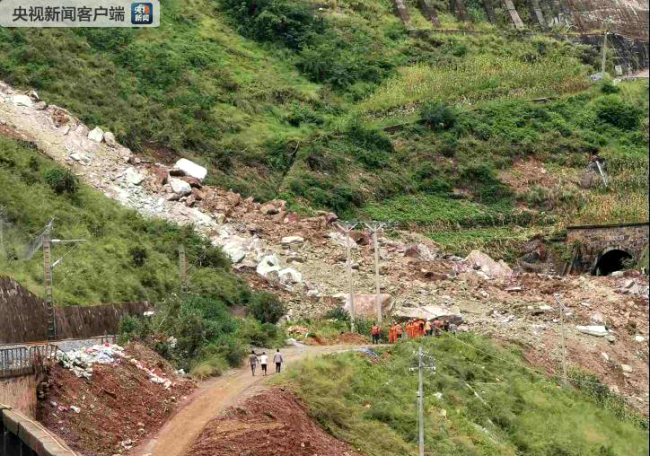 The incident site at a section of the Chengdu-Kunming railway in Ganluo County, Sichuan Province. [Photo: cctv.com]