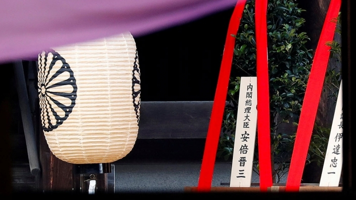 Japanese PM sends ritual offering to controversial Yasukuni Shrine on war anniversary