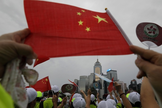 People wave a Chinese national flag to support police and anti-violence during a rally in Hong Kong Saturday, Aug. 17, 2019. [Photo: IC]