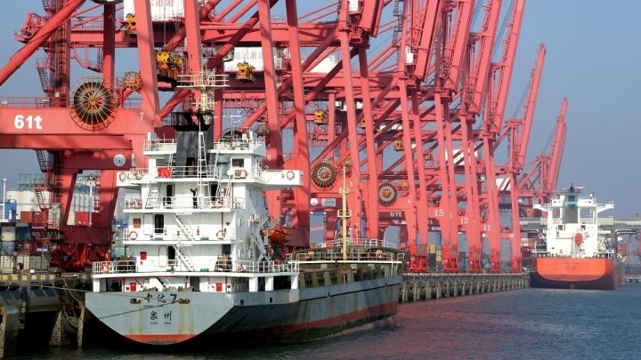 China's exports up 2.6 pct in August, imports down 2.6 pct