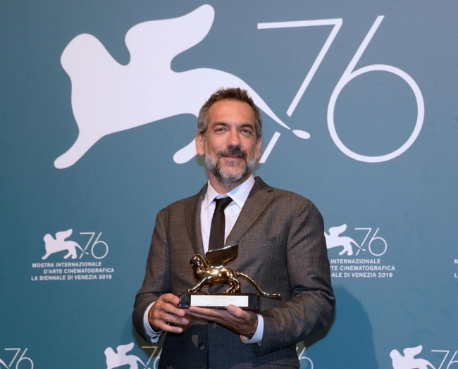 US director Todd Phillips holds the Golden Lion award for the movie 'Joker' during the award winners photocall of the 76th annual Venice International Film Festival, in Venice, Italy, September 07, 2019. [Photo: EPA via IC/ANDREA MEROLA]