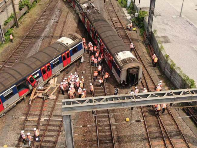 An aerial photo shows a train that has derailed near the Hung Hom MTR station in Hong Kong on Tuesday, September 17, 2019. [Photo: cctv.com]