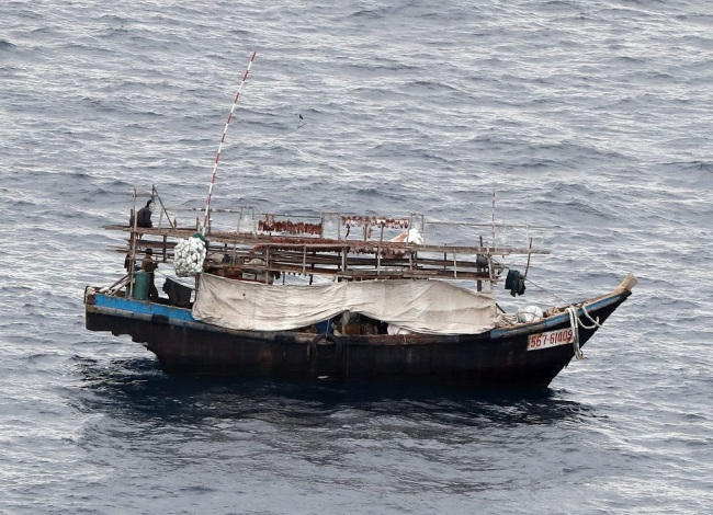 A photo shows a fish boat that seems to be unknown nationality at about 310 km northwest off the coast of Noto Peninsula, Ishikawa Prefecture on October 7, 2019. [Photo: IC]