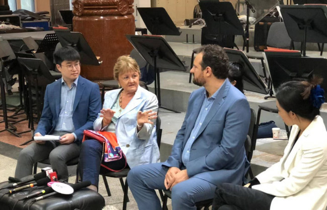 Legendary coloratura soprano, Edita Gruberová (2nd from left), speaks at a press briefing on Monday, October 7, 2019 in Beijing ahead of her performance on Wednesday that will open this year's Beijing Music Festival.[Photo: China Plus]