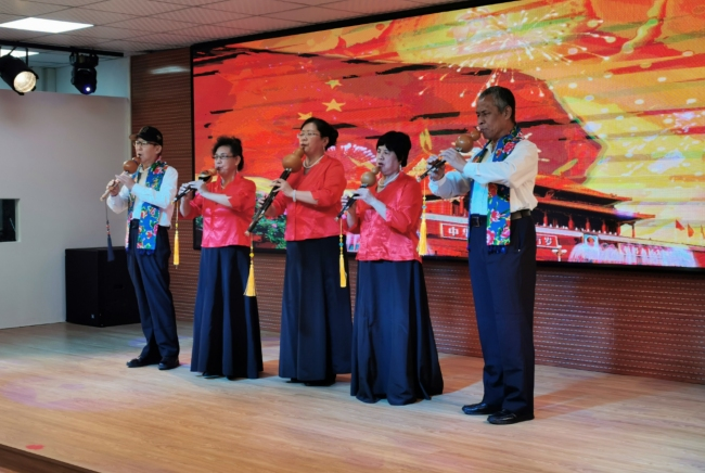 Performers play a cucurbit flute song at a White Cane Safety Day event in Beijing, on October 11, 2019. [Photo: China Plus/Li Yi]