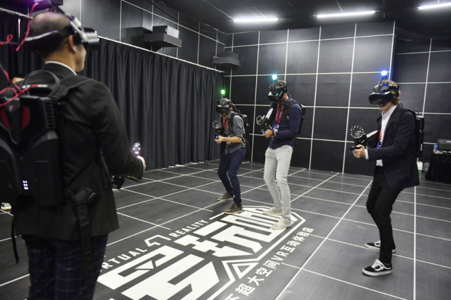 Visitors enjoy a VR game during the World Conference on VR Industry in Nanchang, east China's Jiangxi Province, on October 19, 2019. [Photo: IC]