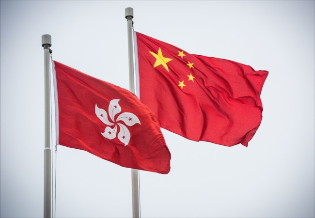 Flags of the Hong Kong Special Administrative Region and the People's Republic of China flutter in Hong Kong, on December 15, 2015. [File Photo: IC]