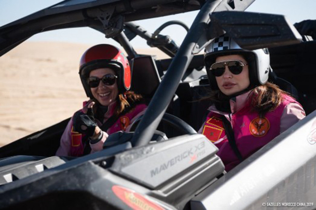 Two rally contestants navigate in the desert of Naiman County, Inner Mongolia during the China Gazelle Rally on Oct 26, 2019. [Photo provided to China Plus]