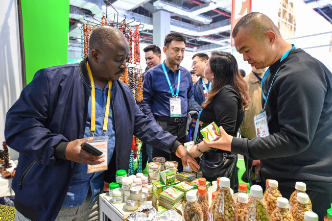 Photo taken on Nov. 7, 2019 shows people visit a booth at Food and Agricultural Products exhibition area during the second China International Import Expo (CIIE) in Shanghai. [Photo: VCG]